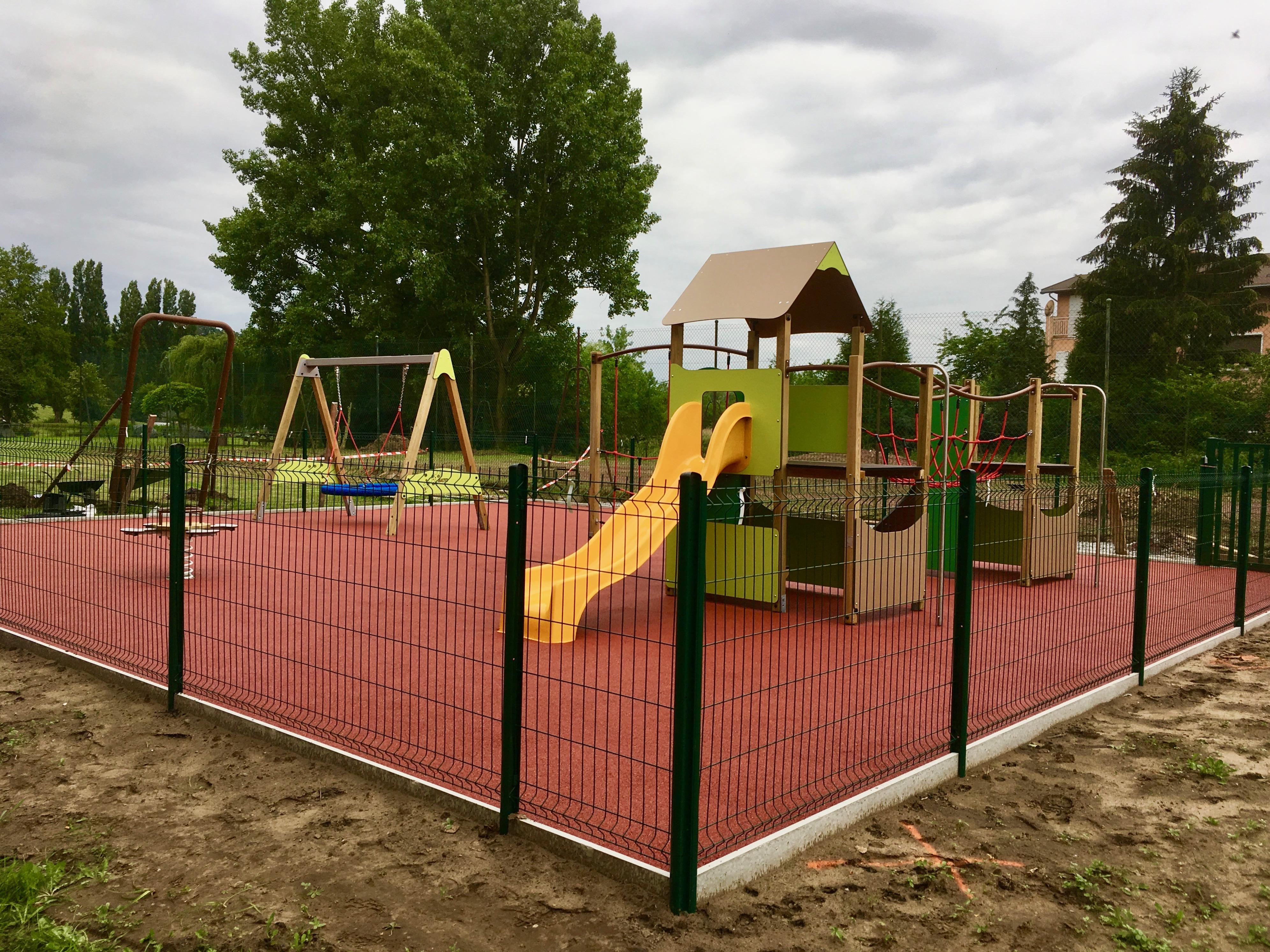 installation d'une aire de jeux avec sol de sécurité EPDM à LACHAMBRE